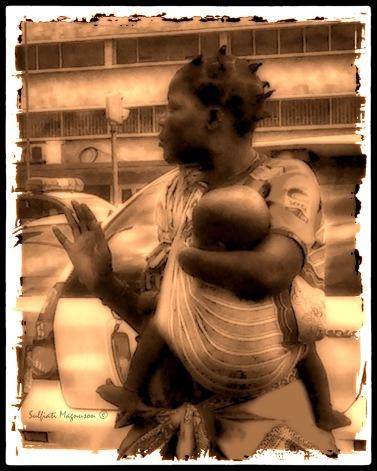 Handless Mama.F.©.jpg